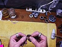 硬貨を指輪に。1枚のコインをわずか2分で指輪に作り変えちゃう作業ビデオ。