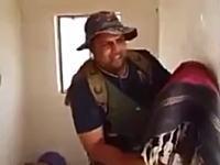 イスラム国のスナイパーを「かかし」でおちょくるイラクの兵隊さんwww