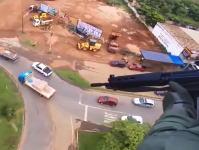 ブラジルの警察が強い。逃走する容疑者をヘリで追跡して上空から狙撃する。