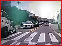 韓国で自殺暴走。一人で死ぬよりトラック暴走させて他人を巻き込んでから死のう動画。