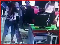 ネカフェでネトゲは危険かも。ゲームのトラブルで首を刺されてしまった男性。