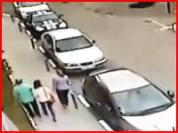 これは自殺か事故か。建物から16歳の少女が落下して地面に叩きつけられる瞬間。