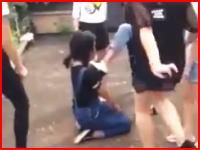 女子中学生による壮絶なイジメの現場。動画がネットに投稿され問題になる。江西省のとある中学校にて。