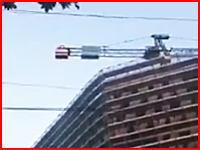 地面にダーン!(°_°)高層クレーンから飛び降り自殺した男性が地面に叩きつけられた時の生音。