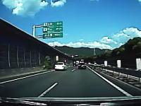 お盆渋滞の最後尾でハザードを炊いた直後に後ろから猛スピードの車がっ!ギリレコ。