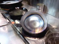 鉄のフライパンを買ったら最初が肝心。中華料理店が教える中華鍋の最初の空焼き方法。