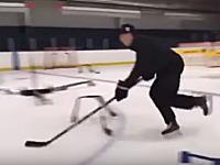 なんか知らんけどスゲエwwwプロのアイスホッケー選手のスティックさばきが凄い動画。