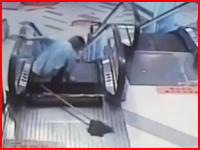 また中国のエスカレーターで事故。清掃作業員が突然開いた穴に落ちて片足切断