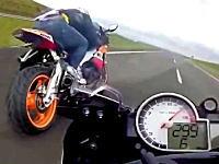 海外のキチガイ走り屋。時速300キロ近いスピードで公道バトルを繰り広げるバイク。