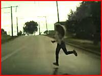 14歳少女のノールック飛び出し。深刻な頭部外傷を受けた事故のドラレコ。