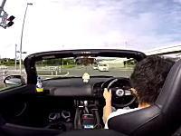 狭い道で飛ばしすぎたS2000が事故を起こす瞬間。こいつ無茶しすぎドライブレコーダー。