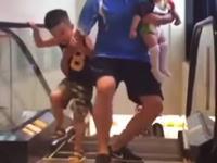 中国では例のエスカレーター飲みこまれ死亡事故がネタ化。真似動画が流行る。