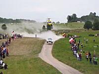 ラリーではドライバーだけじゃなく撮影しているヘリのパイロットもクレイジー