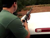 ヘタクソすぎワロタwwwこの男性がスナイパーライフルで狙撃したものとは!?