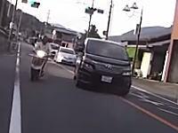これは酷いwwwうp主はどこを走れと?wwwバスを追い越す対向車が無茶苦茶すぎる車載。