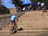 チャリンコ階段登り。自転車に乗ったまま階段を上るのがめちゃくちゃ上手い男。