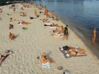 アウアウの予感。ヌーディストビーチを空撮した動画がネットに上げられていた!?