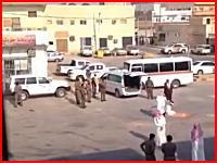すごい切れ味。サウジアラビアで行われる斬首刑の様子を撮影したビデオ。
