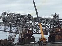 巨大な鋼鉄製の梁を解体する作業があぶねえ(°_°)もうちょっと考えようよwww