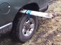 覚えておくといつか得する動画。タイヤが泥濘にはまってしまった時の対処方法。