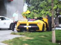 2億円近いラ・フェラーリを壊しちゃったビバリーヒルズのお金持ちさん。