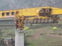 こんなマシーンあるんだ。中国の一風変わった橋桁の架設工事のビデオ。これは賢い。