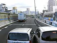 こいつらDQNすぎワロタwww阪神高速で本気でぶつけ合う二台の車が撮影されるwww