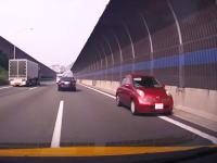 高速道路を逆走するヤツってなんで止まらずに走り続けるんだ?阪神高速で逆走マーチが撮影される。