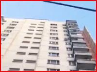 女性が飛び降り自殺を図った現場を撮影していたら二人目も飛び降りてくる(°_°)
