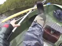 これは悲しい釣り人動画(´・_・`)大きなマスを釣り上げてタックルを失った男性w