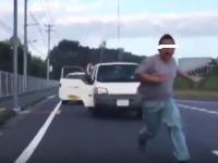 うp主は何をしたんだ?www「公道でドリフトしてたらなんか来た」車2台に襲われる動画が話題に。