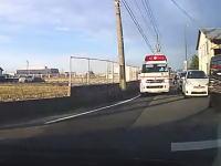 新潟で救急車と正面衝突しかけたドライブレコーダー映像が話題に。「あれはどうなんだあ~?」
