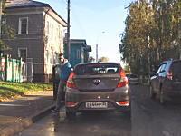 目の前のヒュンダイが故障で道が詰まってしまった時の対処方法。ロシアの場合。