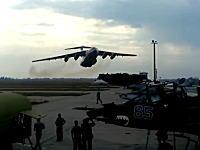 ド迫力!大型ジェット輸送機イリューシンIl-76のローパス映像。ウクライナ空軍。
