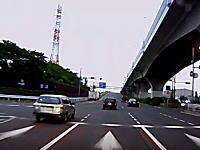 板橋区の国道17号線で無茶苦茶な運転をしていた商用バンが直線で360°スピン(°_°)飛ばしすぎやろ。