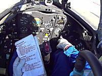 ミグ15の飛ばし方。エンジン始動から離陸までのコクピット内部を撮影したビデオ。