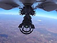 イスラム国をターゲットにスホーイ24から投下される爆弾。何でも見せてくれるロシアさん。