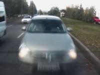 どんな運転してんだww路駐していたうp主に激しく衝突してきた女性ドラ。エアバッグが開く瞬間。