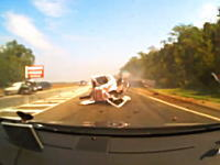 ピンク色のホンダが千切れて捻じれてしまうヤバすぎる事故の瞬間。とそれを目撃した後続車の車内映像。