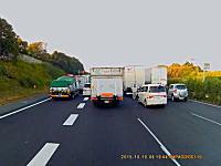 貴重な経験かも。常磐道完全通行止めで高速道路をUターン&逆走を誘導されるトラック車載。