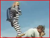 空スポーツの事故映像コワスギ(°_°)パラシュートが開かずに超速で地面に激突とか・・・。