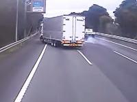 うわわわわ!東名高速で起きた追突事故の瞬間ドラレコ。右車線で停車していたマーチはどうした。