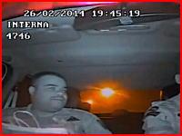 勘違いで銃撃された警官たちの内側カメラ。サイレンを鳴らした直後に撃たれまくる(°_°)