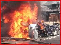 岡山市の県道で車が炎上。燃える車の中に被害者の手が見えている画像が投稿される(°_°)