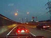 阪神高速でキチガイすぎるロードスターが撮影される。これが本当に頭のイカレタ運転手のビデオだ!最後はうp主も絡まれてしまう。