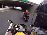 ちょっとこのバイク!なんキロ出してるんだよ!超速で走り去っていくバイクが目撃される。