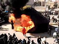 イスラム教シーア派の儀式で事故。テントが大炎上して火だるまになってしまう男性。