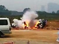 何を撒いた?中国で土地の競売を巡るトラブルから村人が政府の役人を焼き殺そうとする。動画。