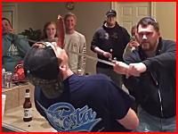 ホームパーティーで大惨事。酔って無茶な遊びを開始して悲惨な結果に・・・。という恐ろしい動画像。