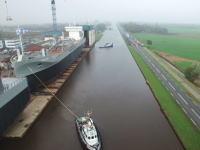予想範囲がほぼ完ぺき!道路沿いの造船所で進水式を行うとこんな感じになる。スミット造船所